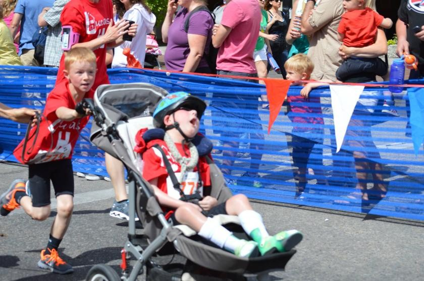 Ноа Алдрих 8 настайдаа дүүтэйгээ хамт тэмцээнд орж байгаа нь