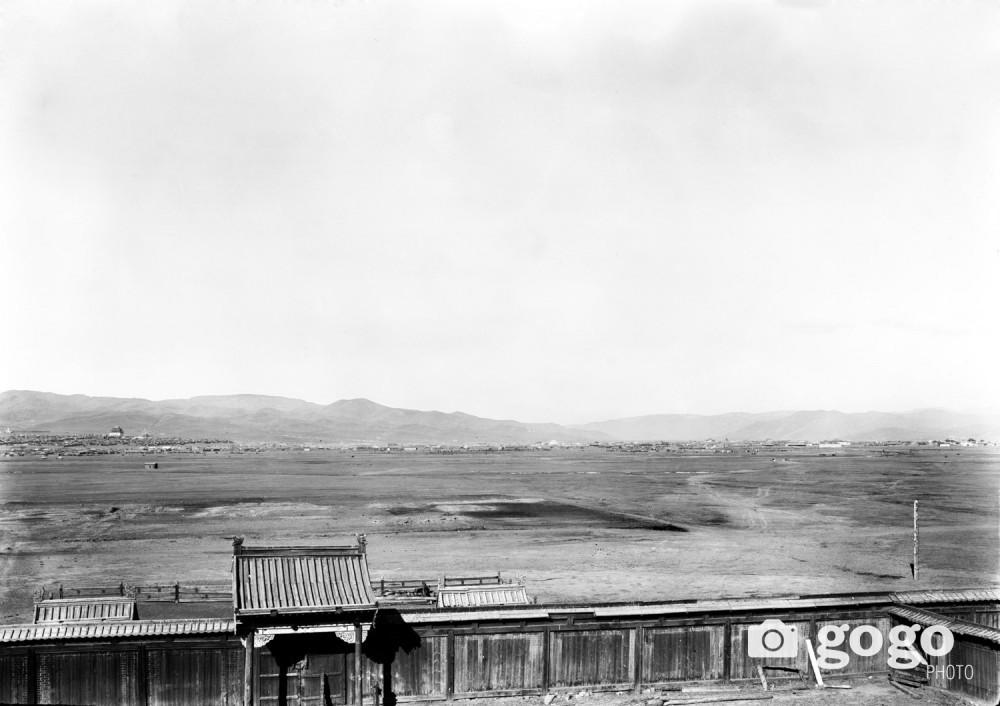 Улаанбаатар. Гурав дахь сүмийн дээвэр дээрээс хойд зүгт харагдах Улаанбаатар хотын ерөнхий байдал.