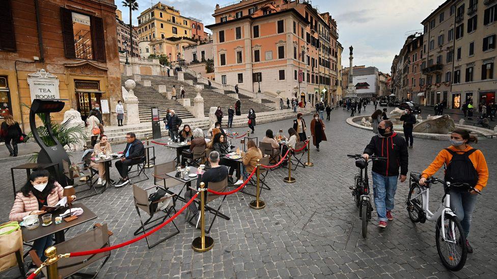 Нийслэл Ромын хүний хөлд дараатай байдаг газруудаар зочлох хүний тоо багассаар.