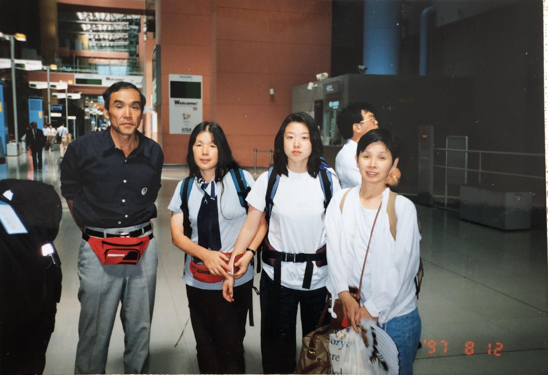 Кон Аяа Монголд ирсэн анхны өдөр. Зүүн гар талаас хоёр дахь нь Кон Аяа.