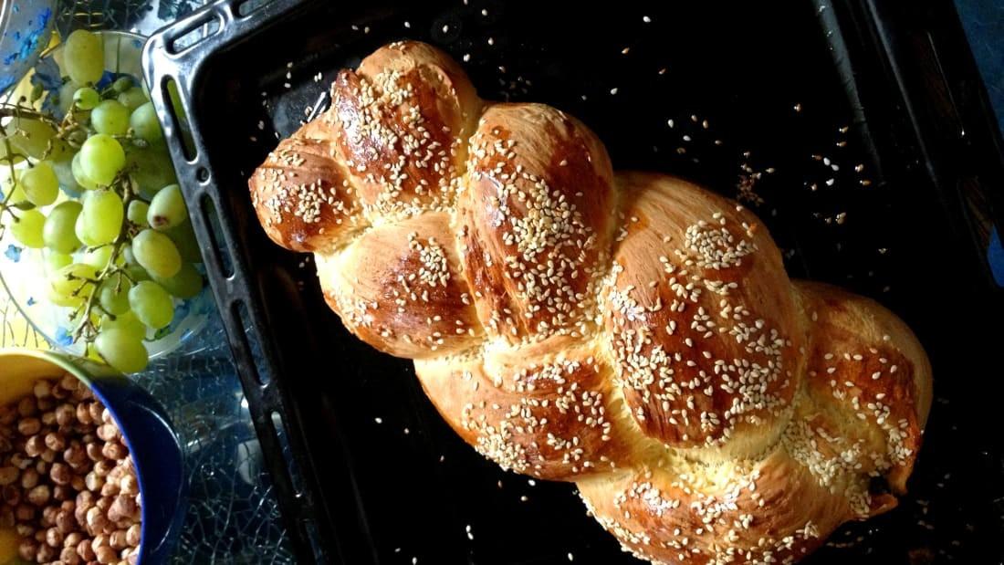 ШВЕЙЦАРЬ: Швейцарьчуудын өглөө, өдрийн цайндаа иддэг Zopf хэмээх өндөгтэй талх