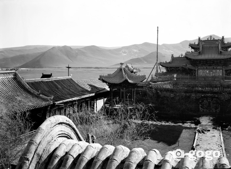 Улаанбаатар. Хоёрдахь сүмийн дээвэр дээрээс өмнө зүгт нэгдүгээр сүмийн зүг харах байдал.