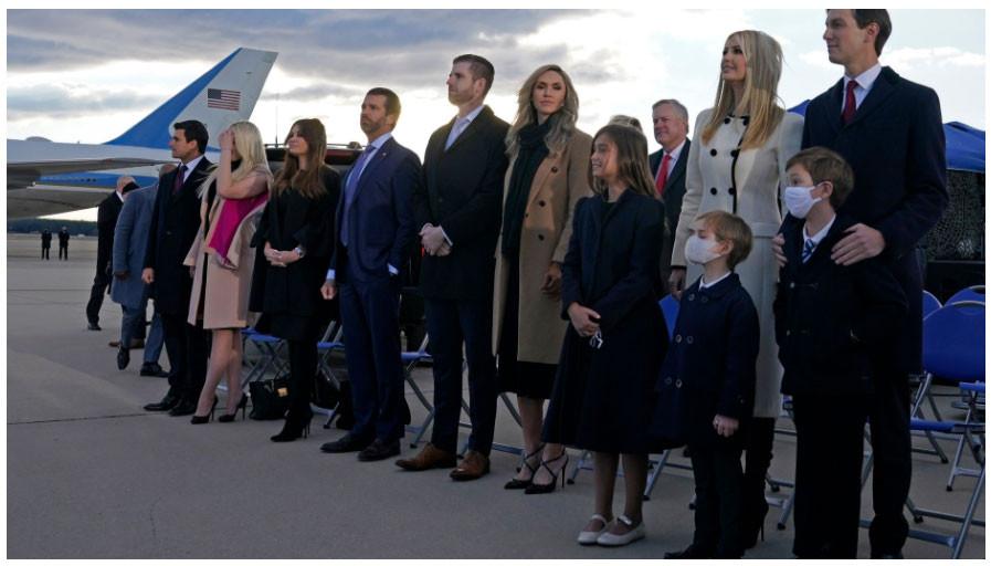 Трампыг үдэх ёслолд хүүхдүүд нь оролцжээ.