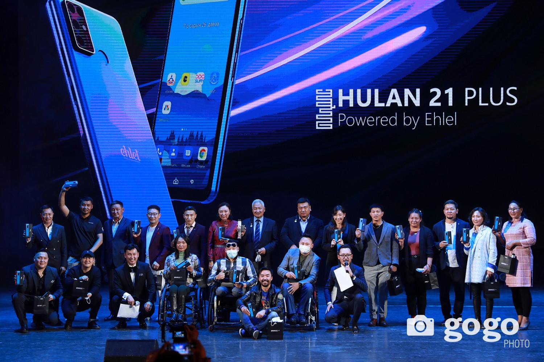Олимп, паралимп, тив дэлхийн тэмцээнүүдэд оролцсон шилдэг тамирчдад Hulan21 Plus утсыг бэлэглэлээ