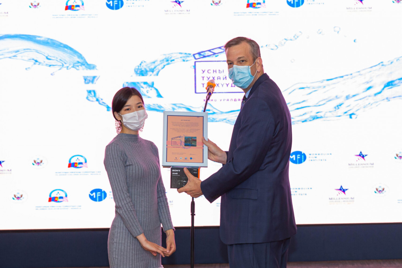 Mr. May presented Grand Prize award to Ch. Khulan