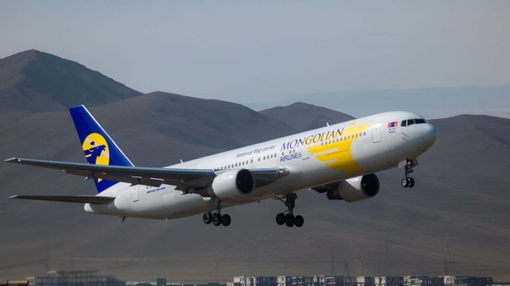 Истанбул-УБ чиглэлээр ирсэн бүсгүй онгоцонд амаржиж ихэр охинтой болжээ