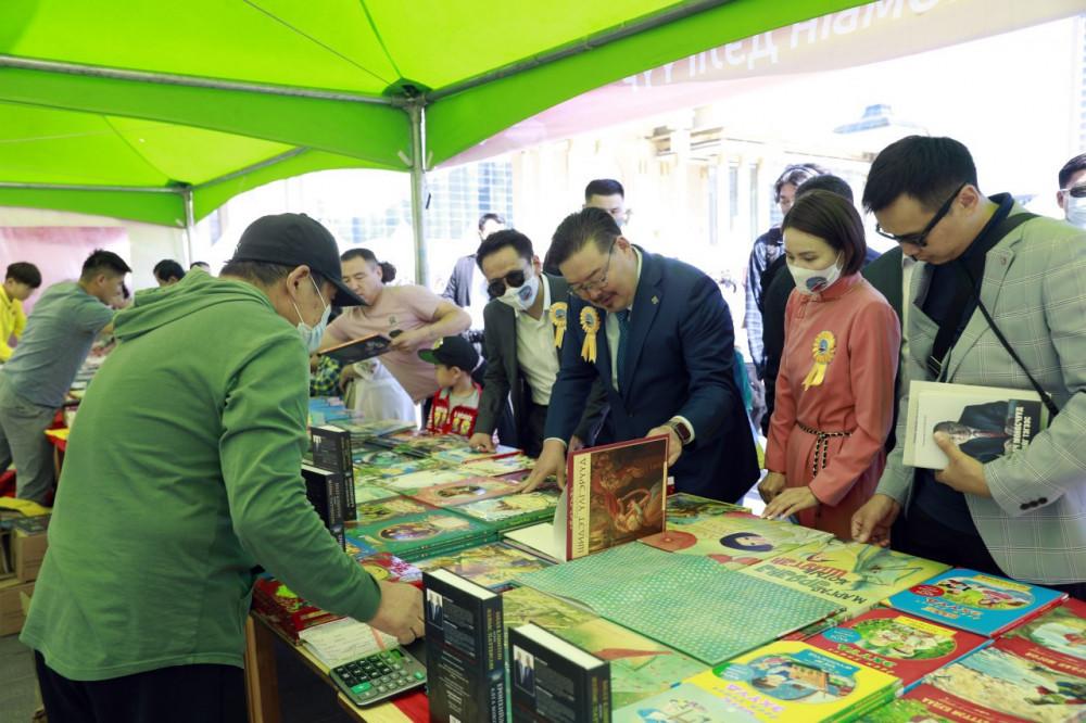 Үндэсний номын баярыг жил бүрийн тав болон есдүгээр сард тэмдэглэх хуулийн төслийг өргөн барьжээ