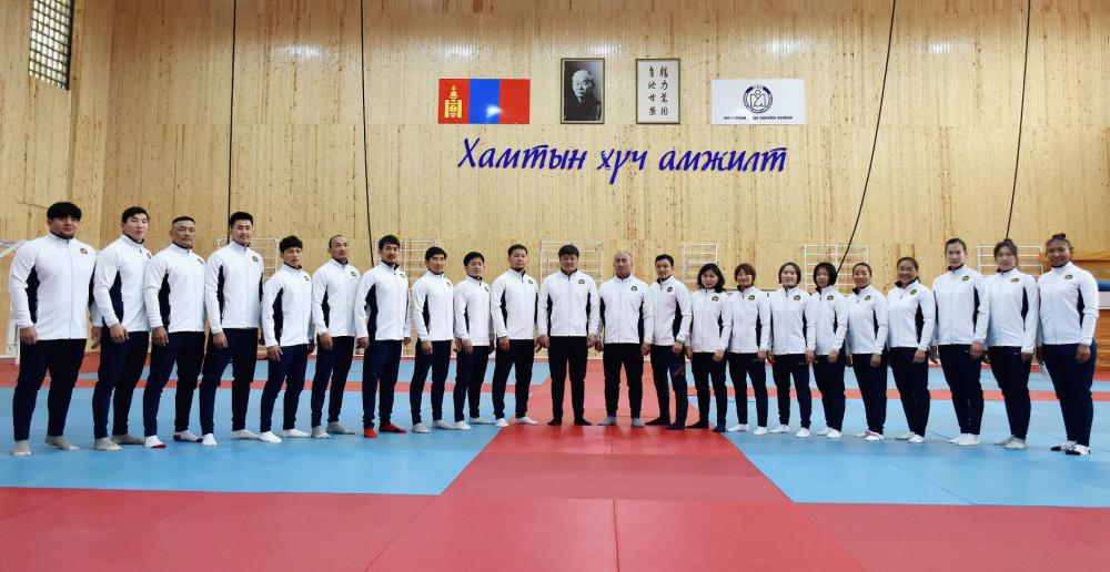 Монголын 12 жүдоч Токиогийн олимпыг зорино