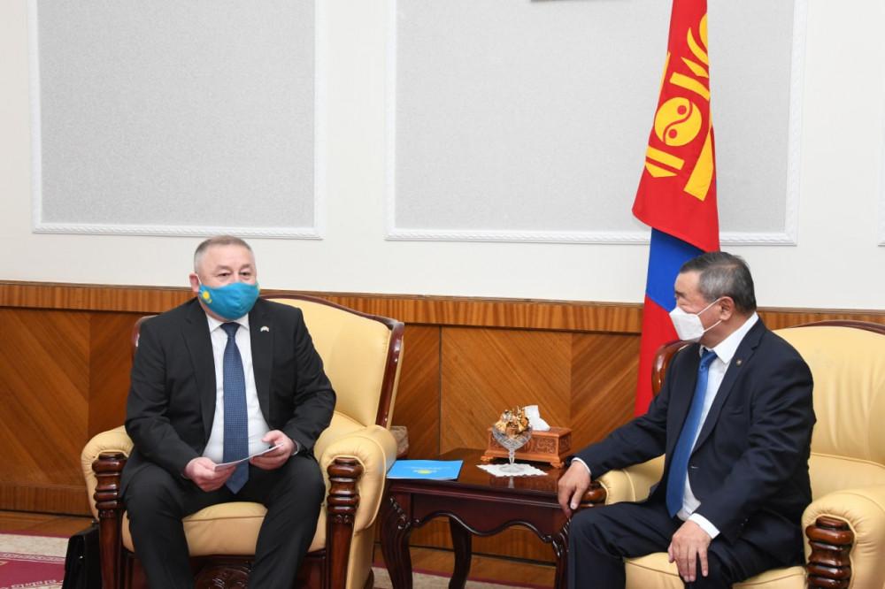 Казахстан улс өөрийн бүтээсэн КАЗВАК вакцины 15-20 мянган тунг Монголд хандивлана