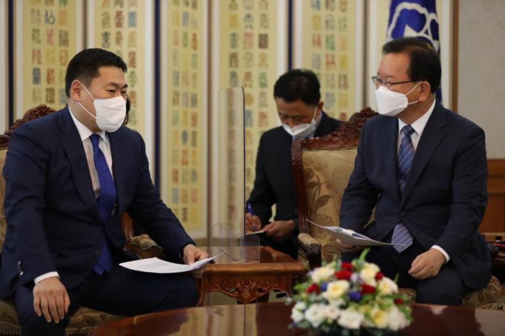 Монгол Улсын Ерөнхий сайд Л.Оюун-Эрдэнэ БНСУ-ын Ерөнхий сайд Ким Бү Гёмтэй уулзав.