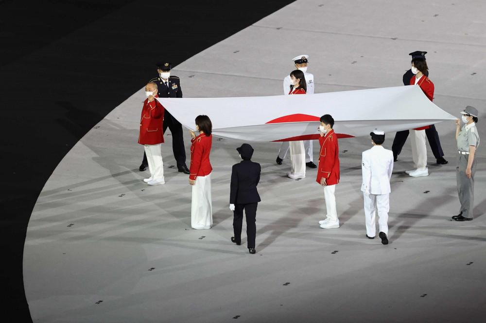 ФОТО: Олимпын нээлтийн ёслол эхэлж, цар тахлын улмаас амиа алдагсдад хүндэтгэл үзүүллээ